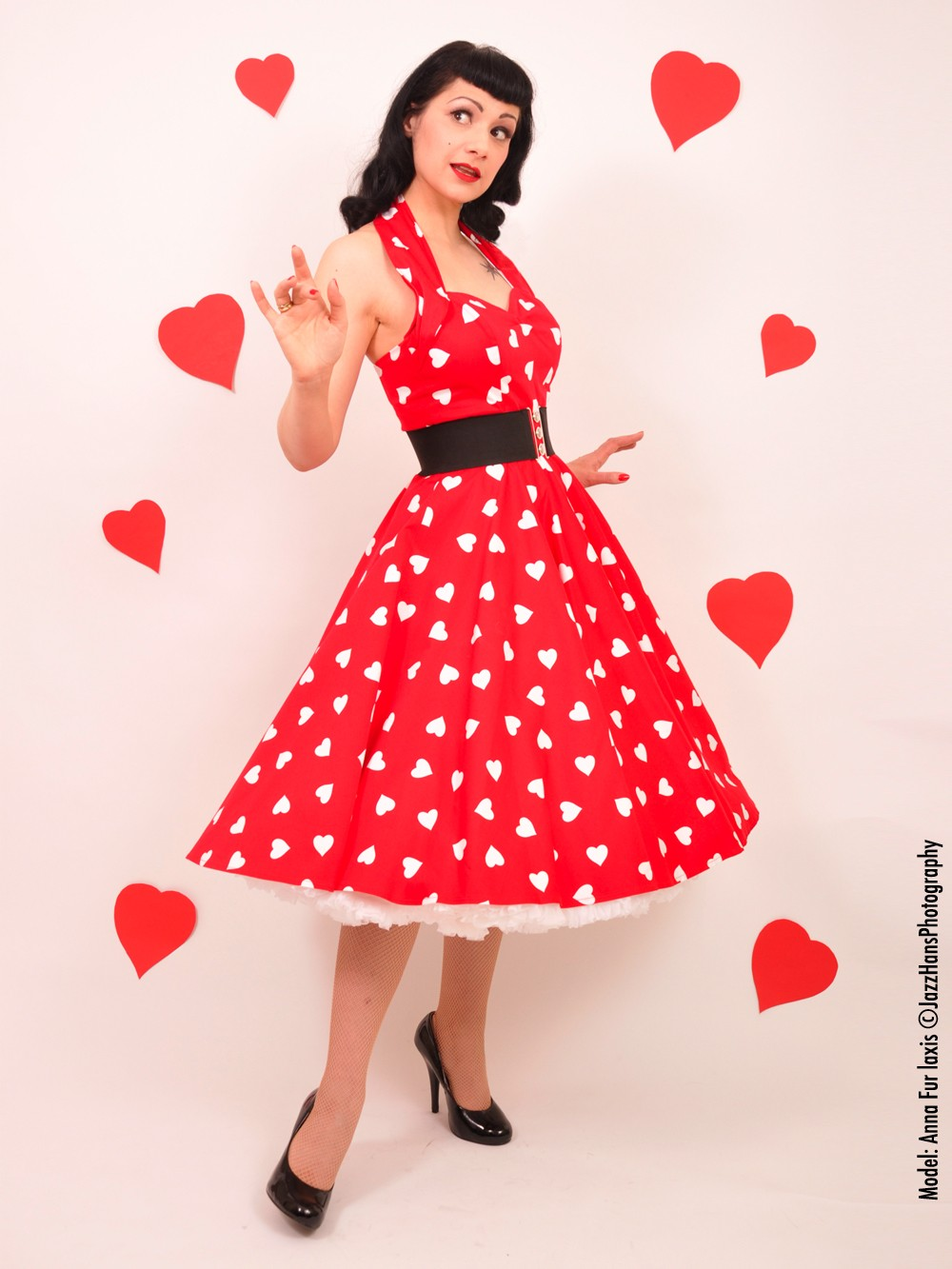 http://www.vivienofholloway.com/images/1950s-halterneck-red-sweetheart-dress-p891-2675_zoom.jpg