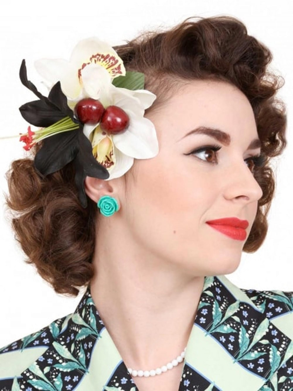 pin-up hair flower lily black white